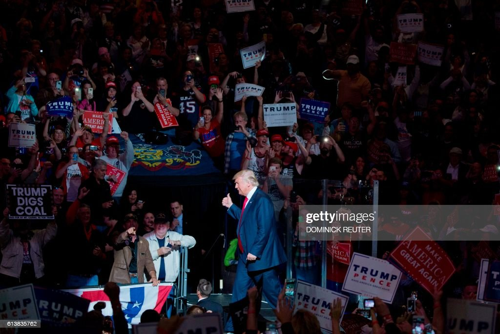 TOPSHOT - Republican presidential nominee Donald Trump arrives on stage during a rally at Mohegan Sun Arena in Wilkes-Barre, Pennsylvania on October 10, 2016. / AFP / DOMINICK