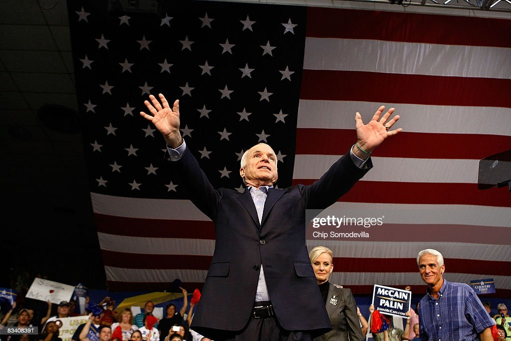 John McCain Campaigns As Election Day Nears : News Photo