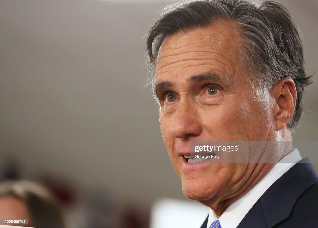 Utah Senate Candidate Mitt Romney Holds Election Night Party In Orem, Utah : Fotografia de notícias