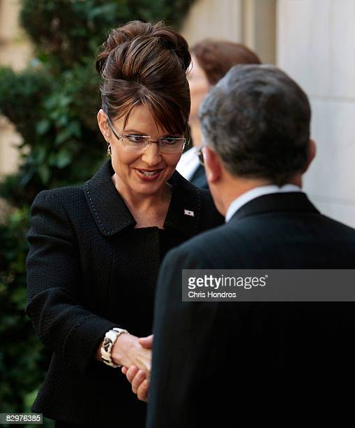 Republican vicepresidential candidate Alaska Gov Sarah Palin shakes hands with Colombian president Álvaro Uribe Vélez after a meeting in a Manhattan...