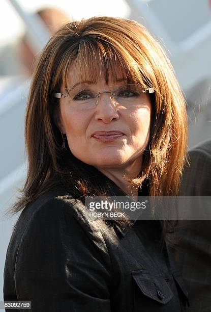 Republican vicepresidential candidate Sarah Palin prepares to board her campaign plane at the Flagstaff Arizona airport for the trip to St Louis...