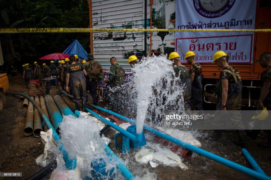 THAILAND-ACCIDENT-WEATHER-CHILDREN-CAVE : ニュース写真