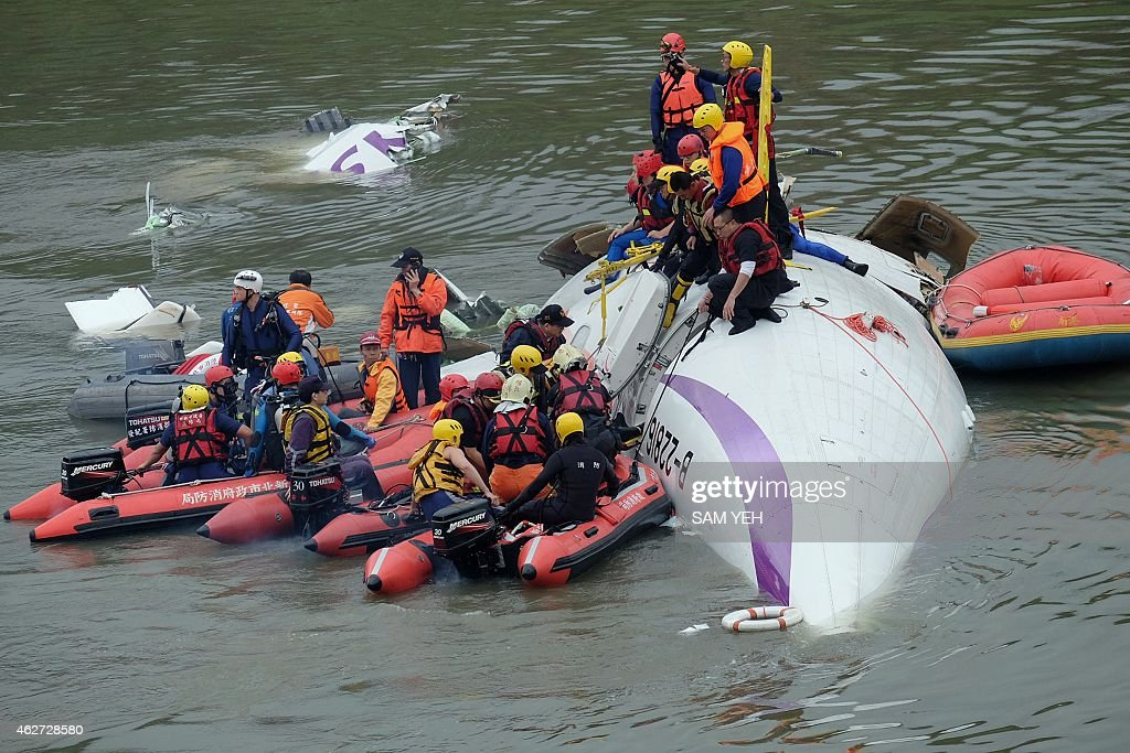 TAIWAN-PLANE-ACCIDENT : News Photo