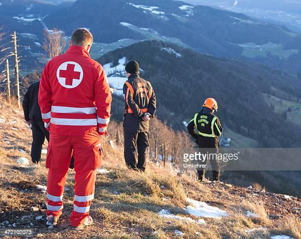 rettung service in den alpen - umkehrer stock-fotos und bilder