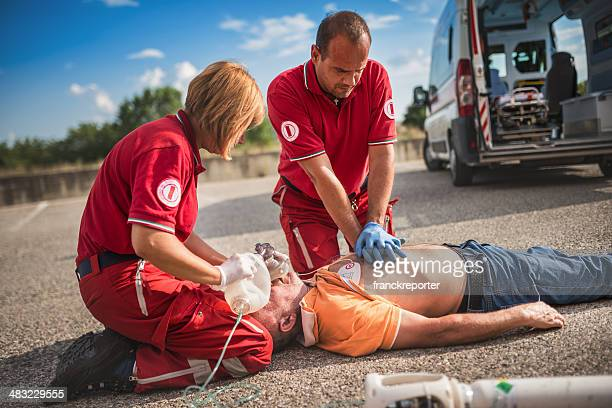 rescue team save lives - of dead people in car accidents stock pictures, royalty-free photos & images