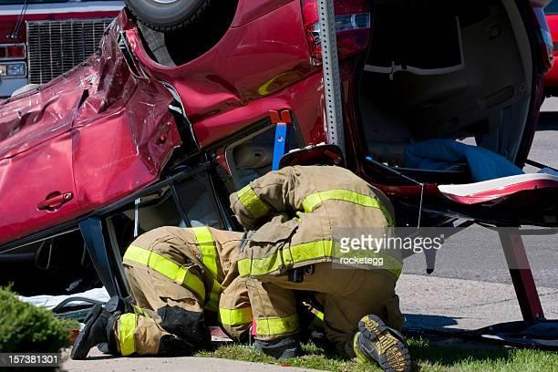 Équipe de sauvetage plus d'un véhicule