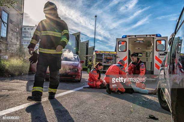 rescue team with car accident victim - of dead people in car accidents stock pictures, royalty-free photos & images