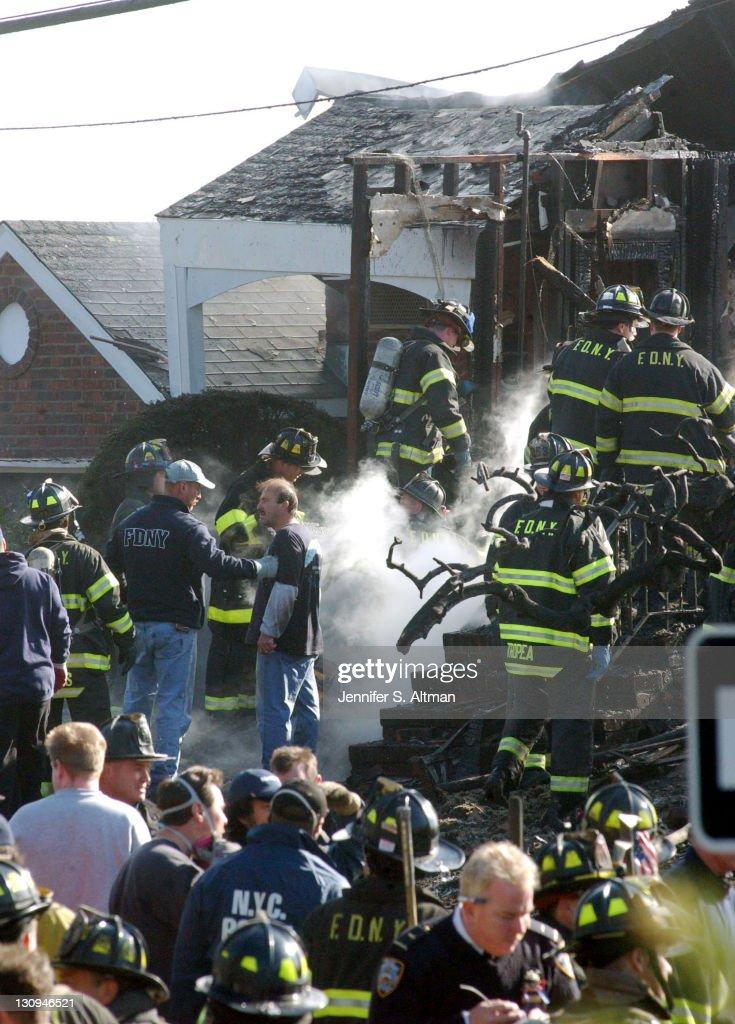 Crash of American Airlines Flight 587 : News Photo