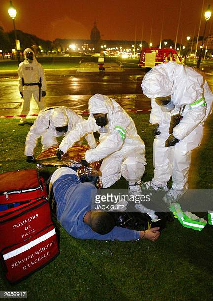 Rescuers give first aide to civilians during a exercise simulating a gas attack in the Parisian metro 23 October 2003 AFP PHOTO/JACK GUEZ