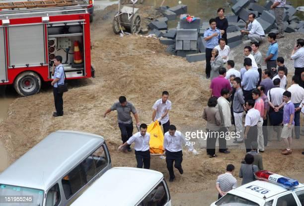 19 Dead After Construction Lift Crash Pictures, Photos & Images