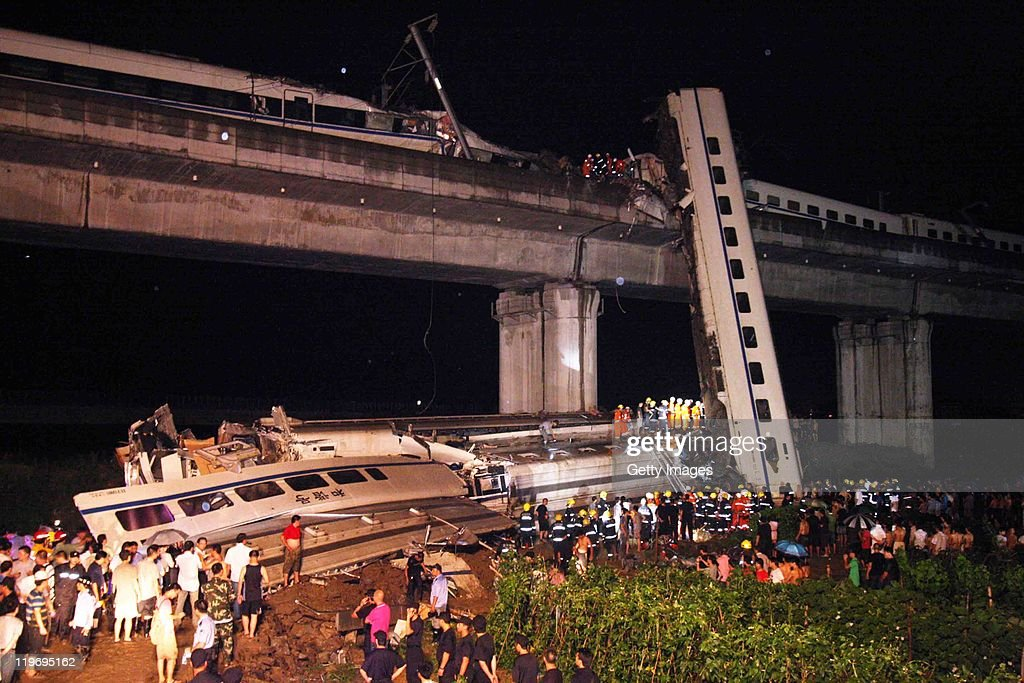 Train Derailed In East China : ニュース写真