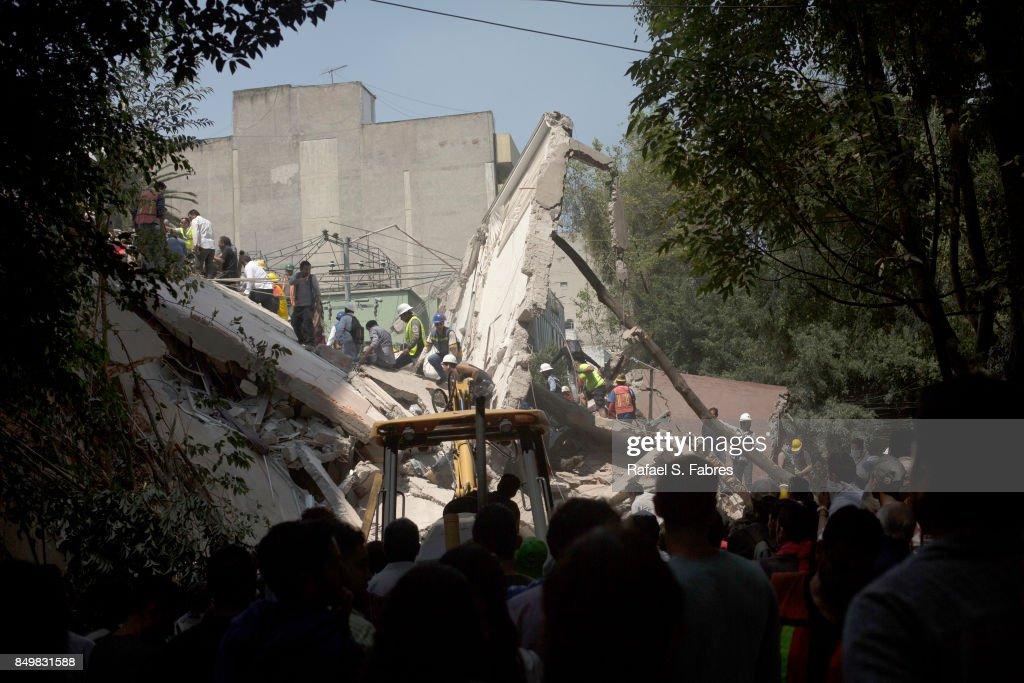 Earthquake Strikes Mexico City : News Photo