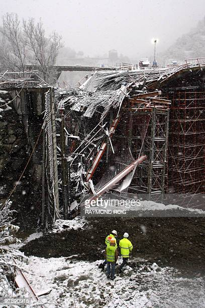 Rescuers work on November 8 2009 in Massana near AndorrelaVielle in Andorra at the construction site where a bridge collapsed killing at least five...