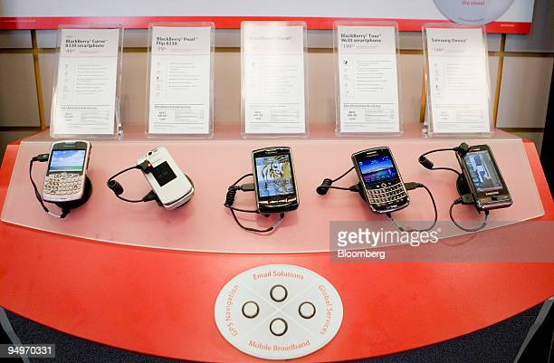 Research In Motion Ltd BlackBerry phones sit on display at a Verizon Wireless store in New York US on Monday July 27 2009 Verizon Communications Inc...