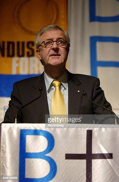 Reserve Bank of Australia Governor Ian Macfarlane speaks during the Australasian Institute of Banking and Finance Forum in Sydney Australia Wednesday...