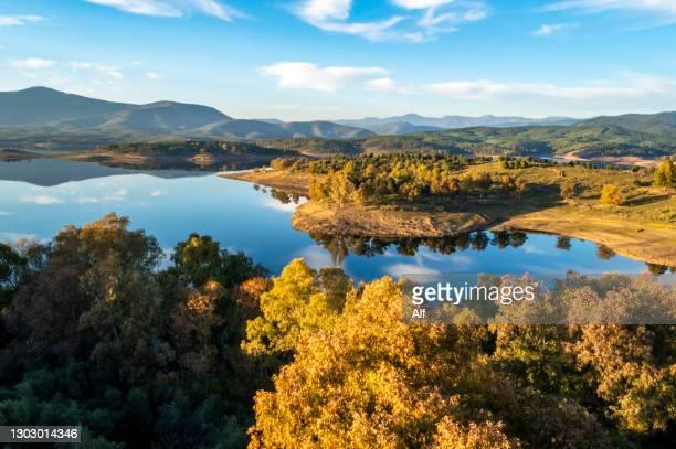 reservoir of gabriel y galán from the walled town of granadilla (cáceres) - extremadura fotografías e imágenes de stock