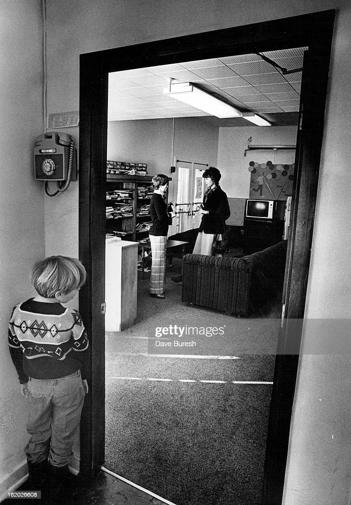 JAN 24 1978, JAN 25 1978; A Resident At Colorado Christian Home Sneaks A Look At Visitor; Dottie Lam : News Photo