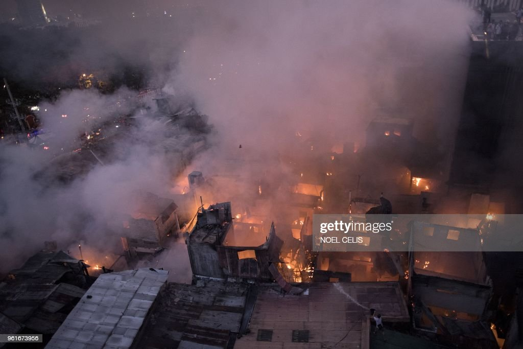 TOPSHOT-PHILIPPINES-ACCIDENT-FIRE : News Photo