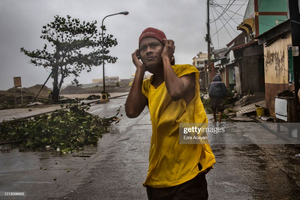 Typhoon Vongfong Hits The Philippines Amid Coronavirus Pandemic : ニュース写真