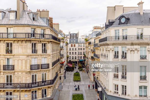 residential apartment buildings in paris, high angle view, france - parís fotografías e imágenes de stock