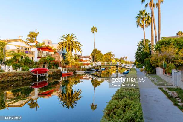 residential building along venice canals in venice, los angeles, california - カリフォルニア州 ベニス ストックフォトと画像