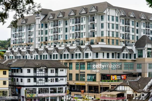 edificio residencial en tanah rata - geometria fotografías e imágenes de stock