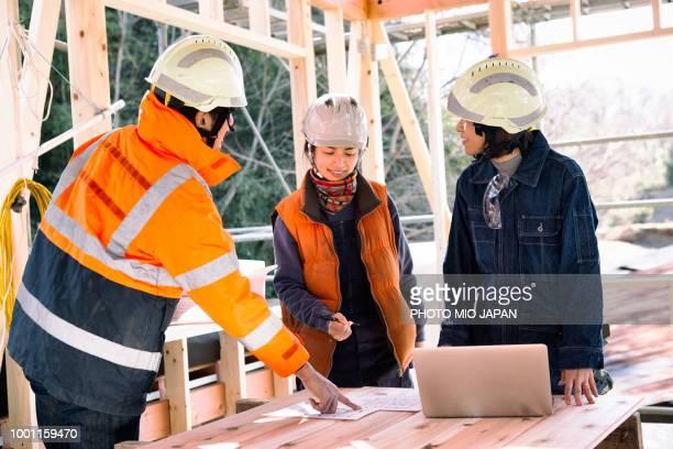 residential building site - 建設現場 ストックフォトと画像