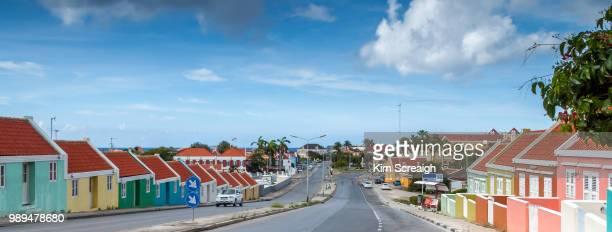 residential buildings in willemstad, curacao - curaçao stockfoto's en -beelden