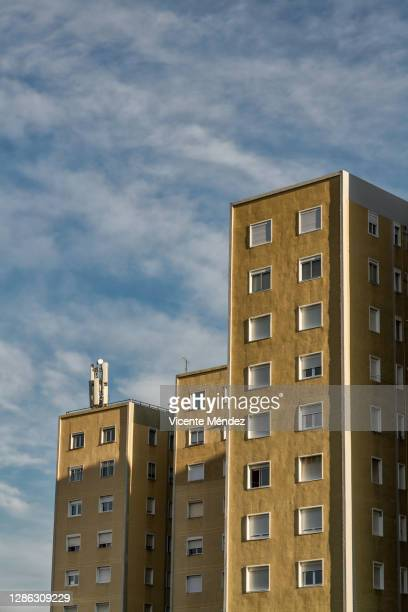 residential buildings - vicente méndez fotografías e imágenes de stock