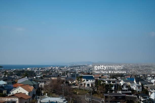 residential district by the sea, sagami bay (pacific ocean) in fujisawa, chigasaki and hiratsuka cities in kanagawa prefecture in japan - taro hama ストックフォトと画像