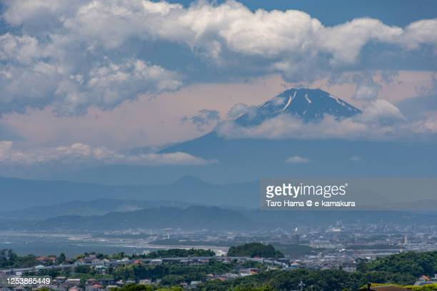 residential districts by the sea and mt. fuji in kanagawa prefecture of japan - taro hama ストックフォトと画像