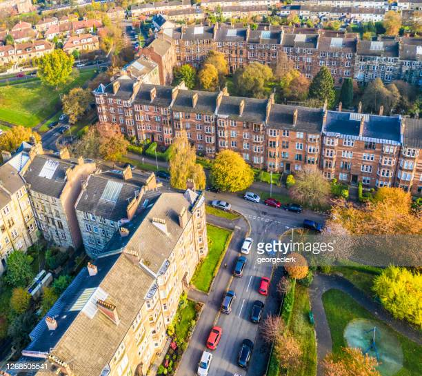 residential glasgow streets from the air - glasgow scotland stock pictures, royalty-free photos & images