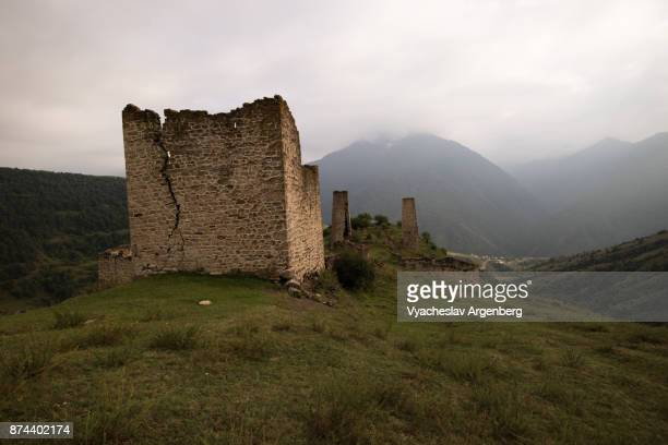 residential medieval towers (family dwellings), ingushetia, caucasus - chechnya stock pictures, royalty-free photos & images
