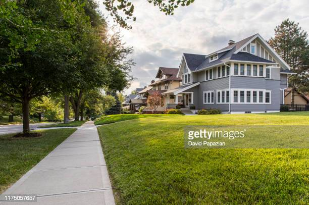 residential neighborhood with big houses - continente americano foto e immagini stock
