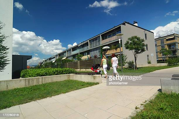 residential neighbourhood 01 - housing difficulties stock pictures, royalty-free photos & images