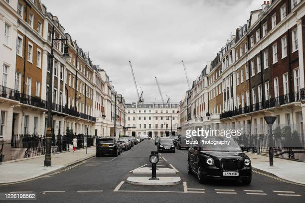 residential streets with elegant terraced houses in london's belgravia district, one of the uk's most expensive residential streets. london, england - グロヴナー広場 ストックフォトと画像