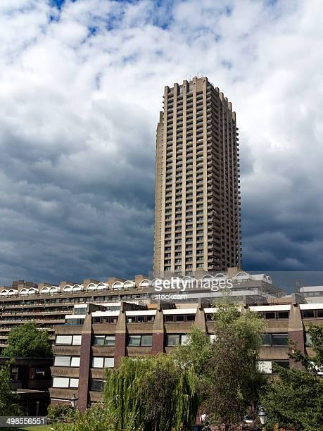 レジデンシャル・タワー、バービカン,london - ロンドン バービカン・センター ストックフォトと画像