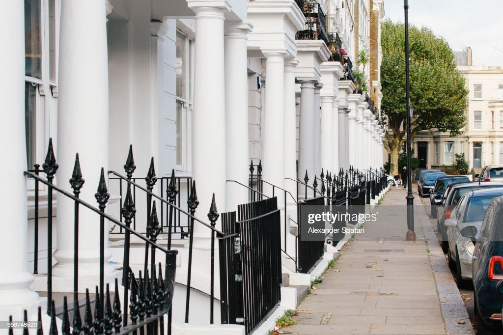 Residential townhouses and pedestrian walkway in Notting Hill, England, UK : ストックフォト