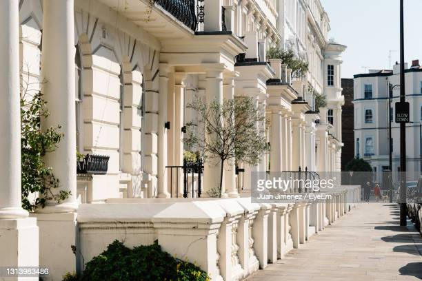 residential townhouses and pedestrian walkway in notting hill, london england, uk - high street stock pictures, royalty-free photos & images