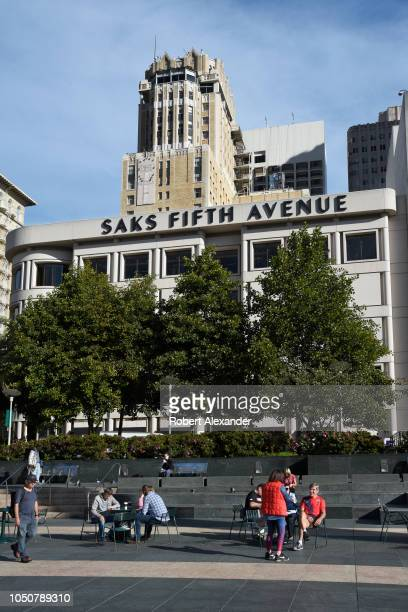 SAN FRANCISCO CALIFORNIA SEPTEMBER 12 2018 Residents and visitors in San Francisco California relax in the city's Union Square public plaza in the...
