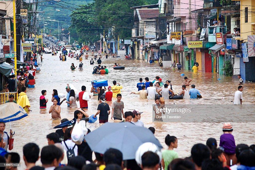 Flooding Shuts Down Metro Manila : News Photo