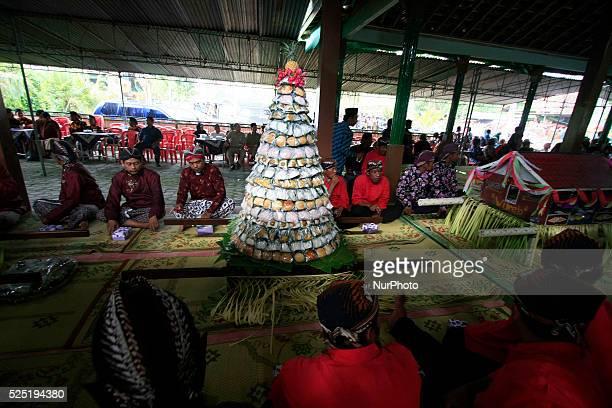 Residents dressed in traditional Javanese followed Nyadran ritual in Sewu Cemetery on June 8 2015 in Bantul Yogyakarta Indonesia Nyadran ritual is a...