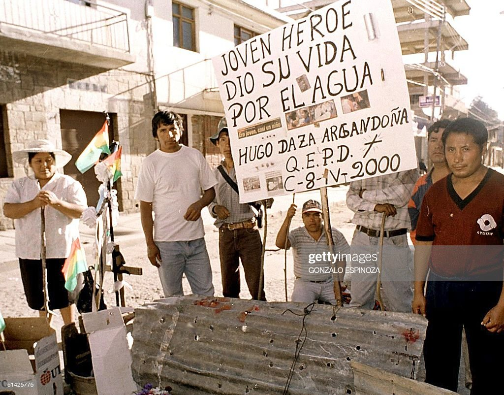 Residents hold a vigil, 10 April 2000 in Cochabamb : News Photo