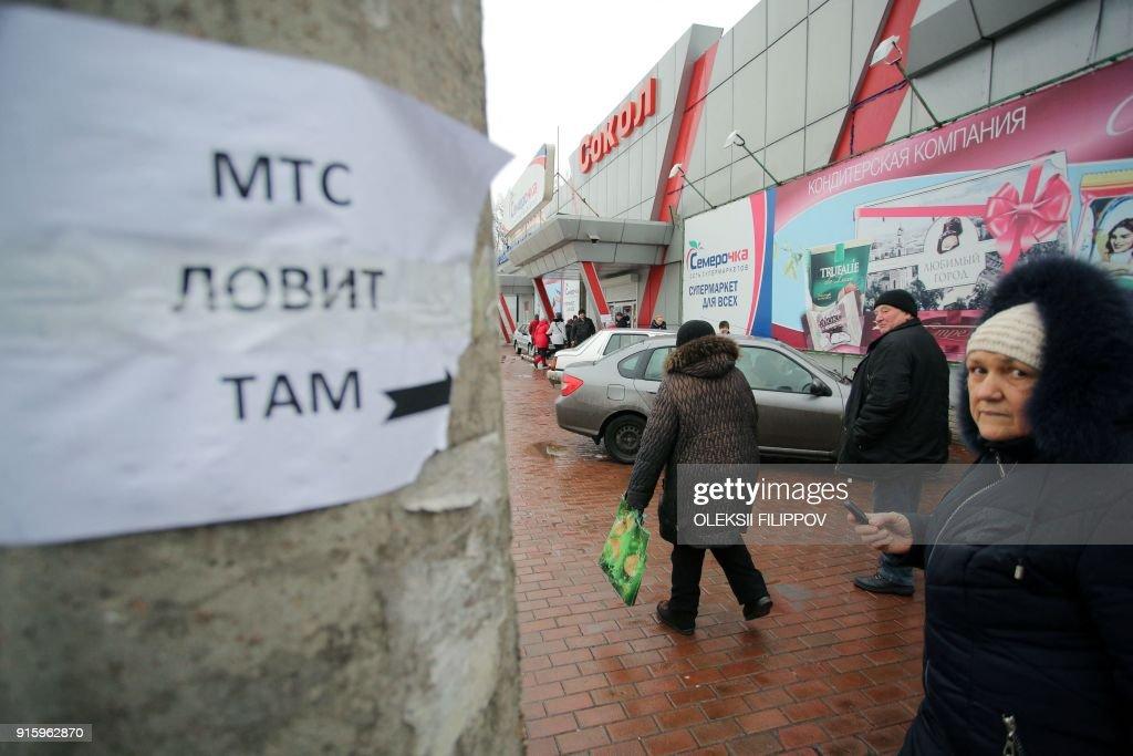 UKRAINE-RUSSIA-CONFLICT-MOBILE-CONNECTION : News Photo