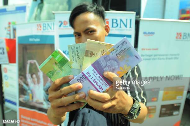 Residents lined up for a small currency exchange on a mobile bank cash car Jakarta in June2017 Bank Indonesian with 13 commercial banks opened small...