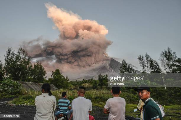 Residents look on as Mount Mayon erupts as seen from Legazpi Albay province Philippines January 24 2018 Mount Mayon the Philipines' most active...