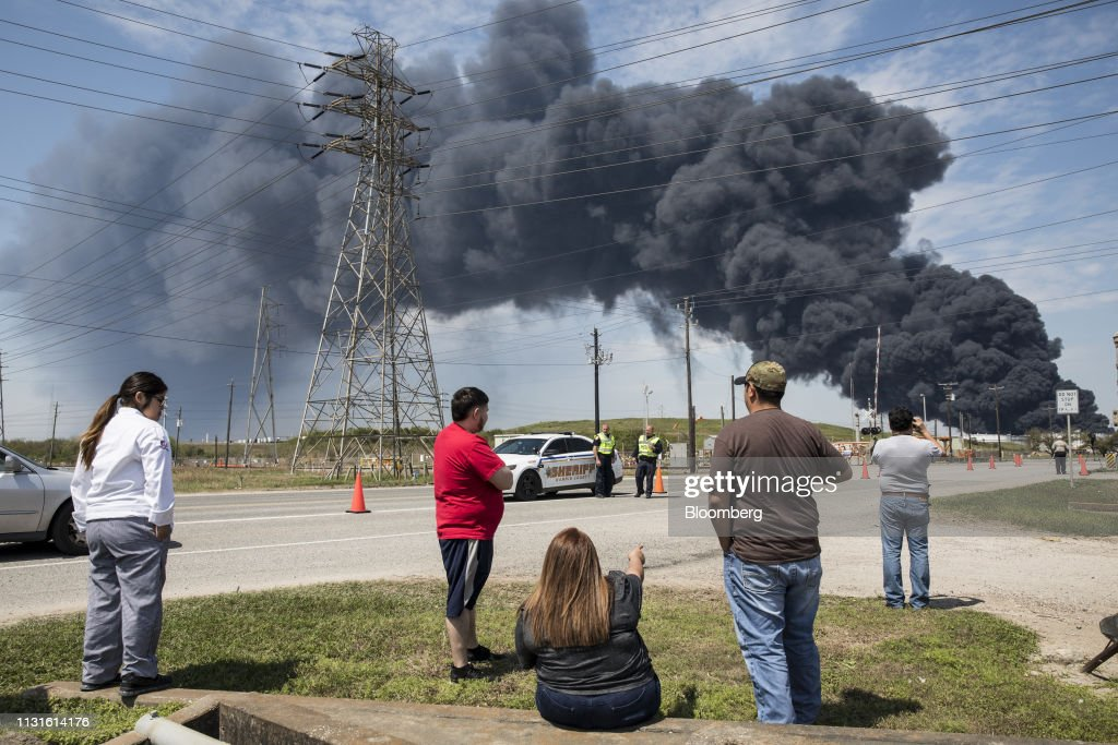 TX: Black Smoke Towers Over Houston Amid Petrochemical Blaze