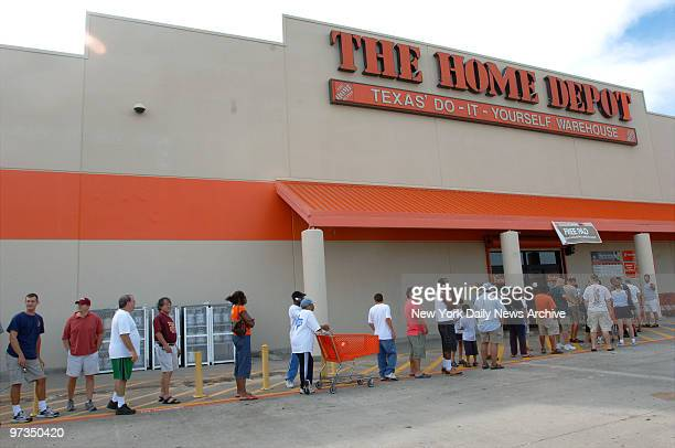 Residents of Houston Tex line up outside a Home Depot one of the few stores still open as they prepare for Hurricane Rita