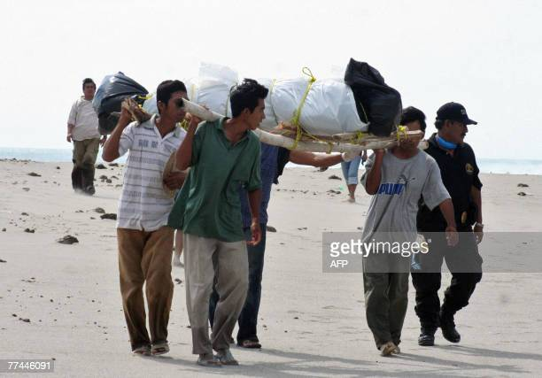 Residents of Ixhuatan carry the body of one of the victims of the shipwreck off the coast of the Mexican state of Oaxaca on October 20th 2007...