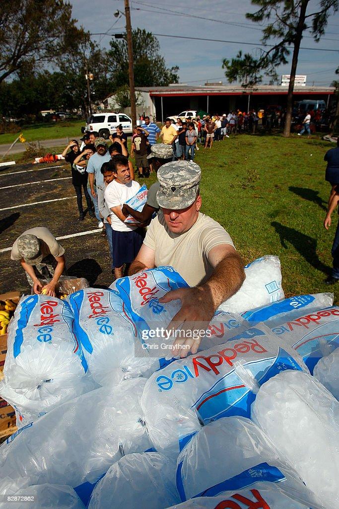 Coastal Texas Faces Heavy Damage After Hurricane Ike : ニュース写真